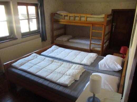 Slaapkamer 6 biedt ruimte aan 4 personen