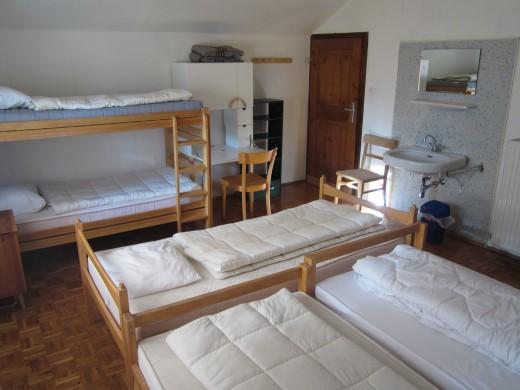 Slaapkamer 7 biedt ruimte aan 5-6 personen