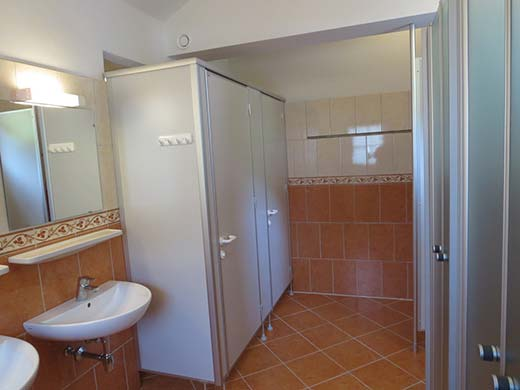 Kleinere badkamer op de tweede verdieping.