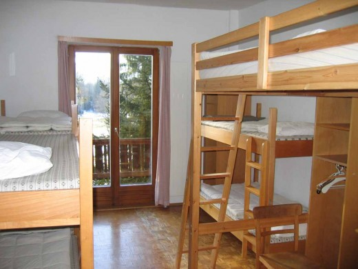 Slaapkamer 2 biedt ruimte aan 8 personen