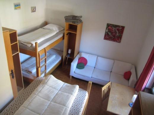 Slaapkamer 2 biedt ruimte aan 4-5 personen